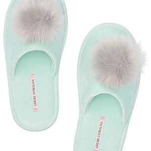 NWT Victoria's Secret Plush Slippers, Small (5-6)